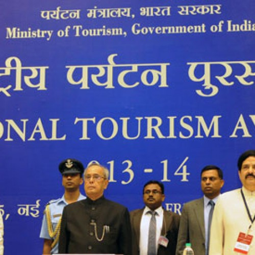 The President gives away National Tourism Awards 2013-14