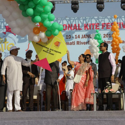 Gujarat's Kite Festival '16: grand and colorful