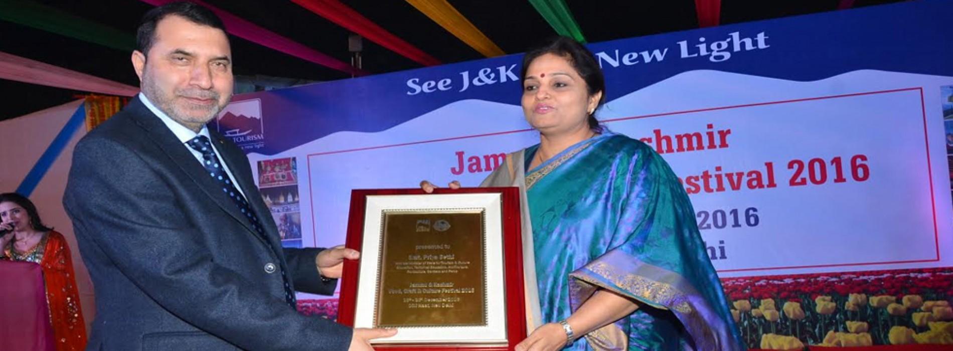 Priya Sethi inaugurates J&K Tourism Food, Craft & Culture Festival 2016 at Dilli Haat