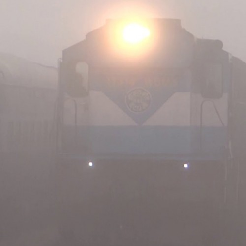 Winter chill persists in Delhi, fog delays 17 trains