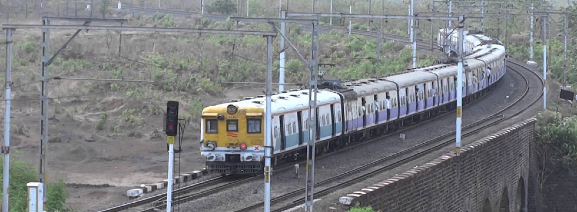 Budget 2017: No 'achhe din' for Mumbai's local train commuters