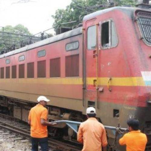 Delhi-Ranchi Rajdhani Express derails in Delhi