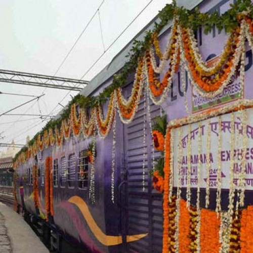 PM Modi to Flag off Varanasi-Vadodara Mahamana Express on Friday