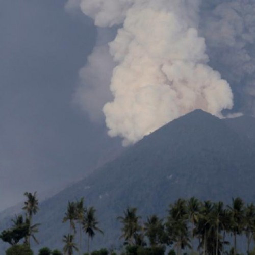 Indonesia raises Bali volcano alert to 'highest' warning of large eruption