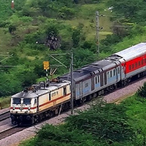 Rajdhani and Shatabdi passengers to get SMS if train late by over an hour