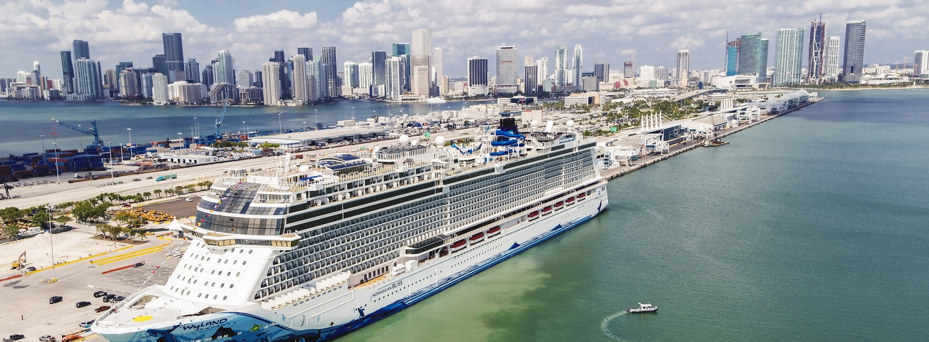 Norwegian Bliss becomes largest Passenger Ship to Traverse Panama Canal